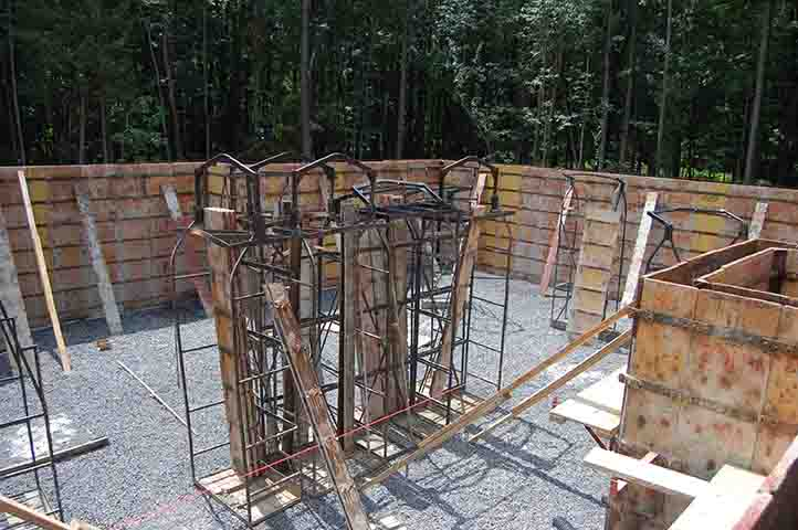 setting concrete forms for poured concrete walls – West End Forming